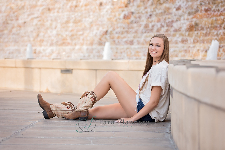 senior portraits at The Woodlands waterway