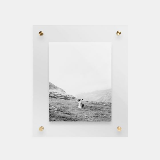 float-frame-main01-black-and-white-couple_2x